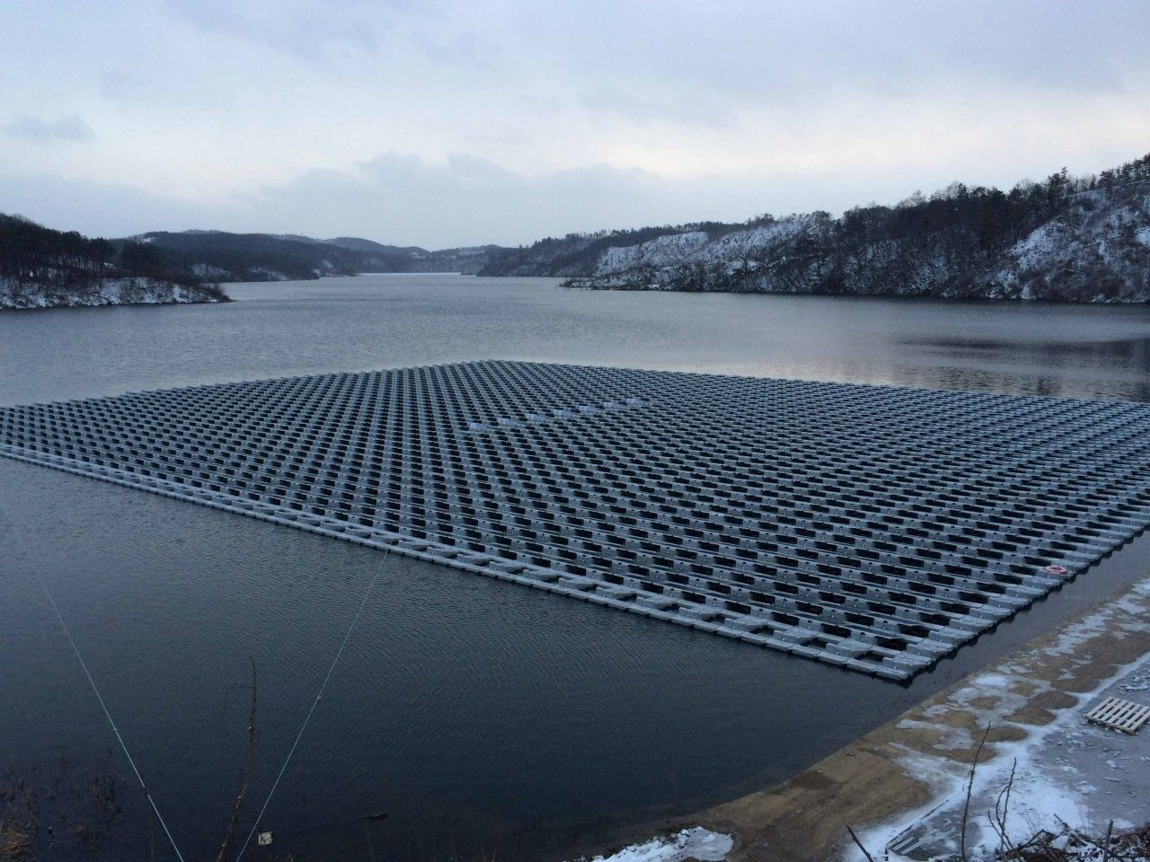 Large-scale floating solar solutions